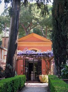 L'edificio del servizio di accoglienza al cimitero acattolico