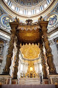 Il baldacchino scolpito dal Bernini (Basilica di San Pietro, Roma)