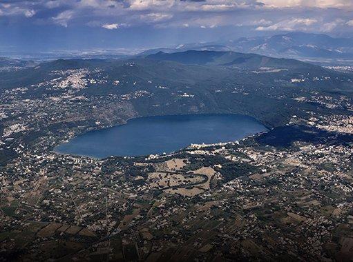 Vista panoramica del lago di Castel Gandolfo