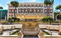 La fontana di piazza del Viminale con l'edificio alle sue spalle